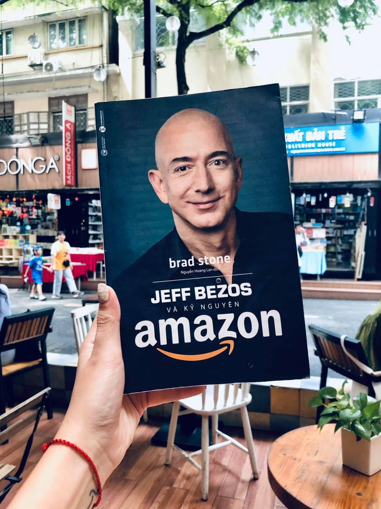 jefff Bezos va ky nguyen Amazon